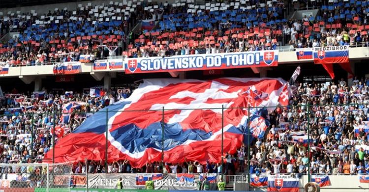 choreografia futbalovy stadion reprezentacia slovensko trnava bratislava fans fanusikovia kotol